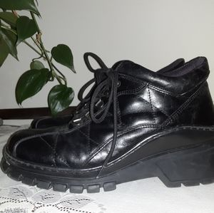 Kenneth Cole Made in Italy Leather Tread Setters